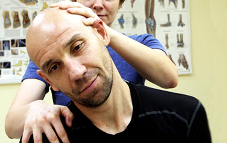 Pregled pacijenta sa mišićnim bolom u vratu i ramenom pojasu