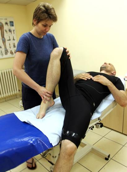 Pregled pacijenta sa sakroilijačnim bolnim sindrom (slika preuzeta iz knjige Dijagnostka i lečenje bola, autora Branislava Antića)